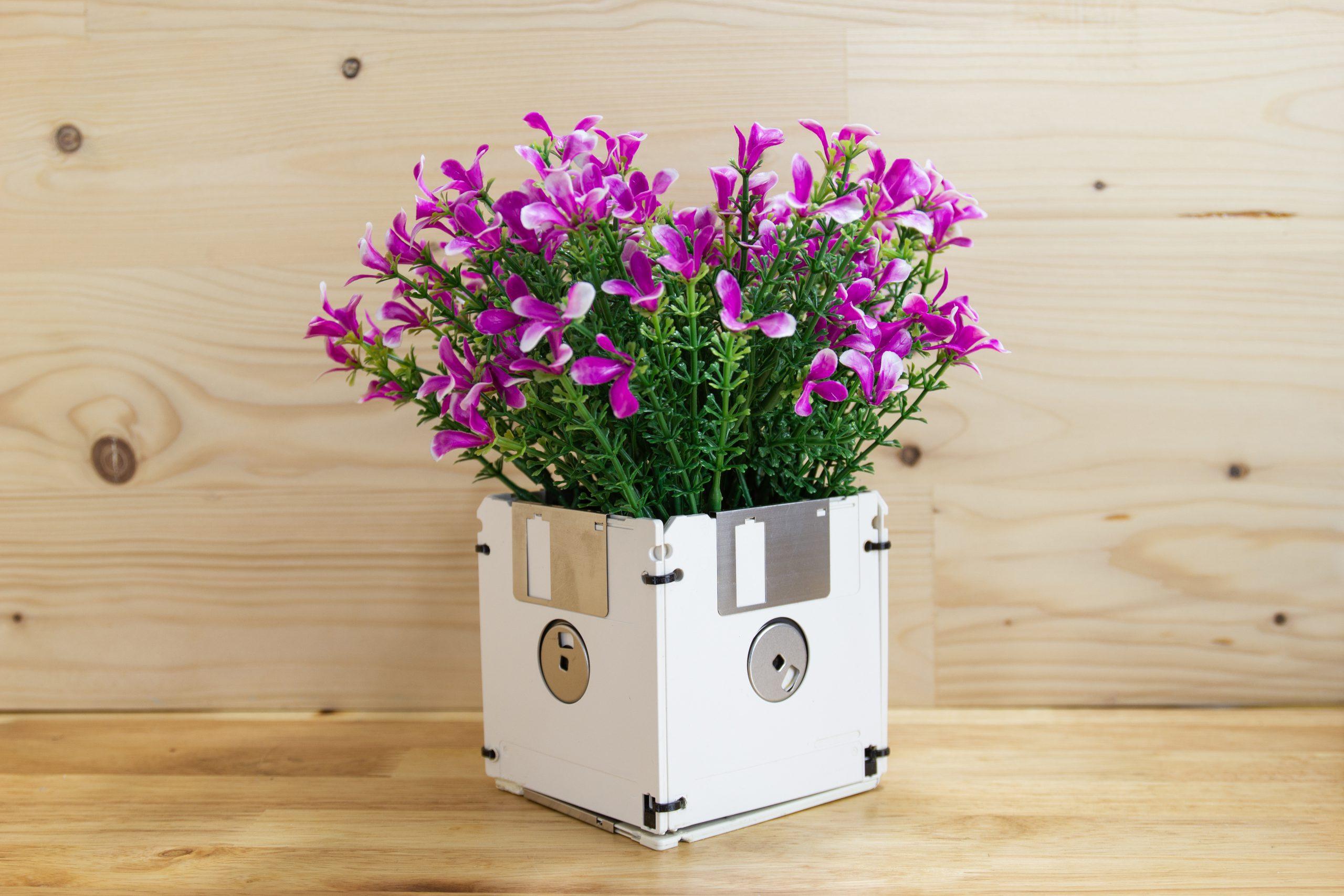 Data storage as a vase
