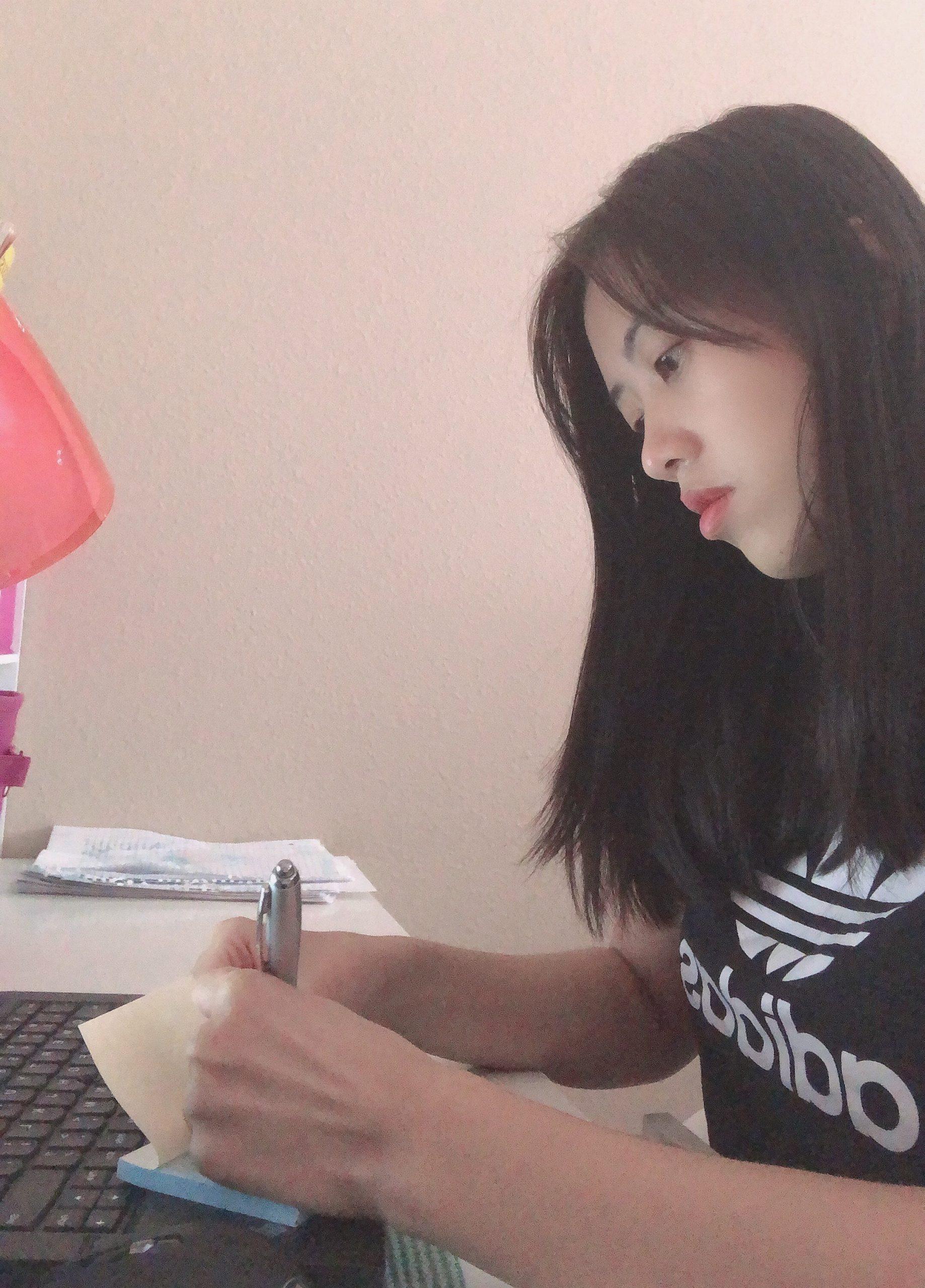 Lindsie Dinh Studying